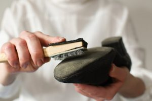 Férfi latin cipők talpának tisztítása